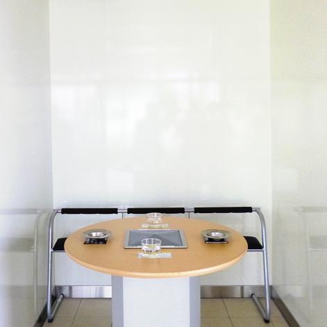 喫煙室での使用例(突付け施工)